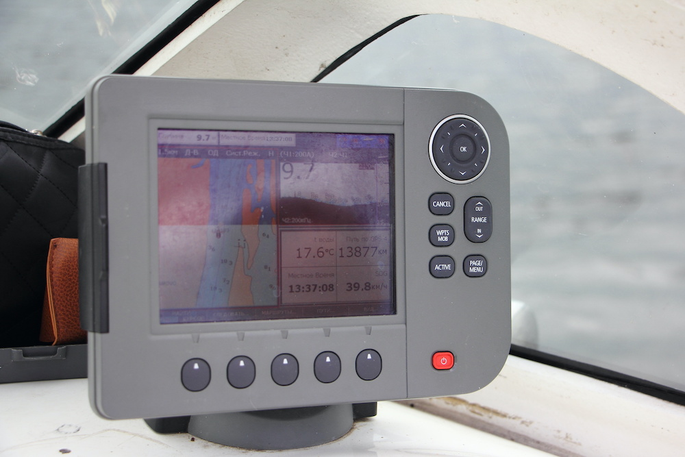 how to read sonar fish finder
